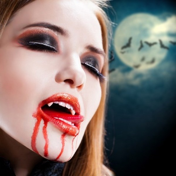 scary-halloween-makeup-ideas-female-vampire-artificial-vampire-teeth-fake-blood