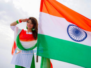 Urvashi-Rautela-shoots-with-Indian-Flag-for-Independence-Day-4-346x260